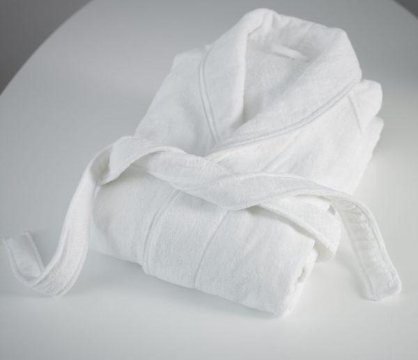 Халат из махровой ткани белый