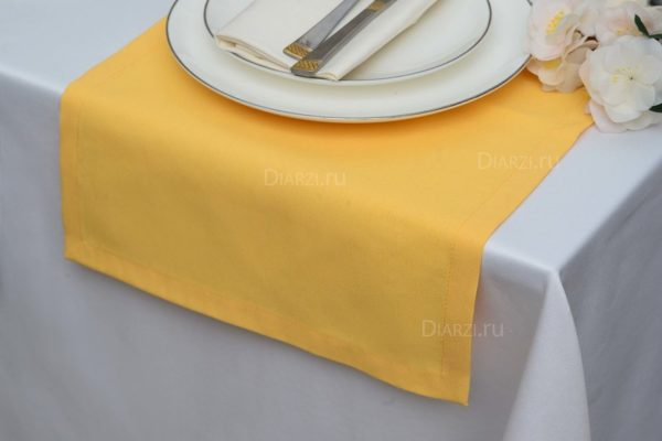 Дорожка на стол желтого цвета