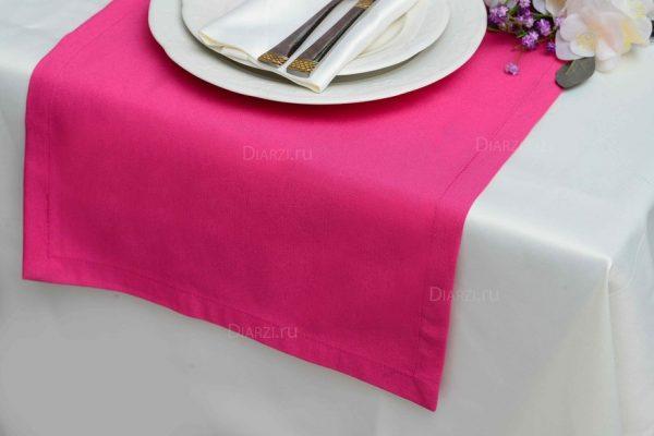 Дорожка на стол розового цвета